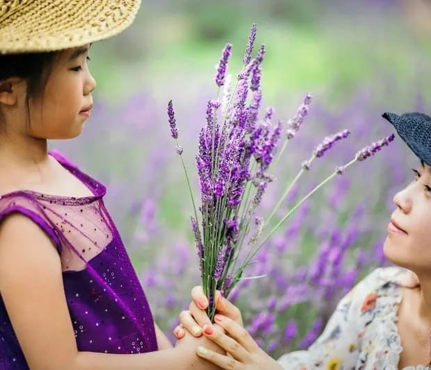 Image of a mother and a daughter holing a bunch of lavender together at the Pleasant Valley Lavender Farm in Morganville NJ
