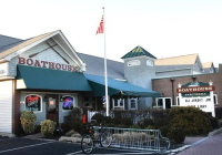 Best Cool Bars NJ Boathouse Bar and Grill