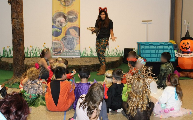 Rizzo's Reptile Discovery offers animal parties at your house or at their location in Northern NJ.