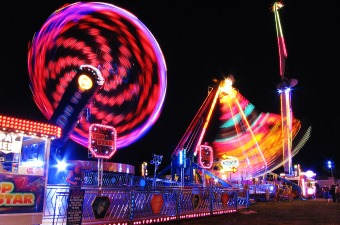 Image of amusement park rides illuminating the dark night sky as an example of a fun thing to do with kids in NJ