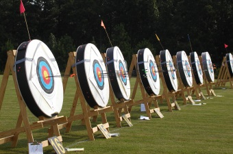 Image of target for a bow and arrow showing archery lessons as an example of a recreational class in NJ