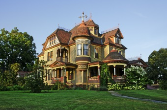 Image of a gorgeous bed and breakfast showing some of the best lodging in NJ