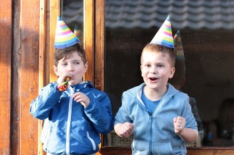 Image of two young boys wearing birthday party hats showing the best in NJ party entertainment