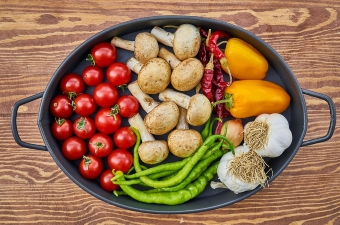 Image of cherry tomatoes, mushrooms, hot and sweet peppers and garlic depicting fresh farm to table produce used by the best top restaurants in NJ