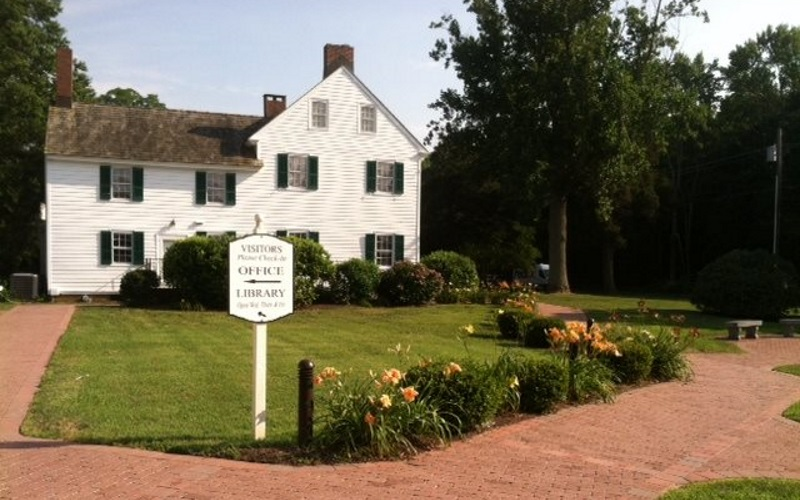 Image of one of the historical white houses at the Cape May Museum in NJ