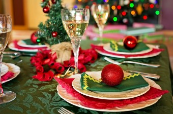 Image of red and green Christmas decorations and champagne on a dinner table showing holiday parties in NJ