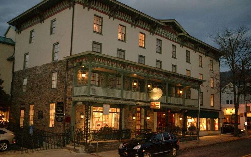 Image of the front of the Lambertville House at night