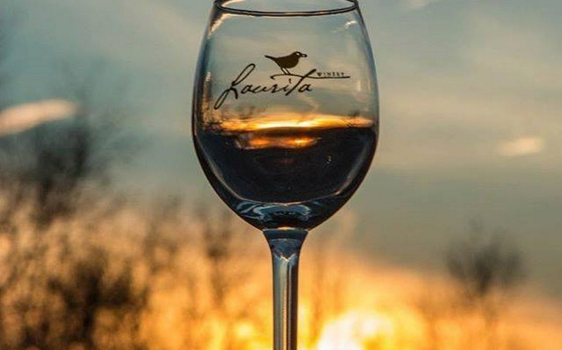 image of a glass of wine from Laurita